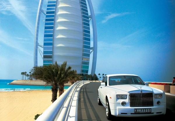 The Rolls Royce on the bridge to Burj-Al-Arab