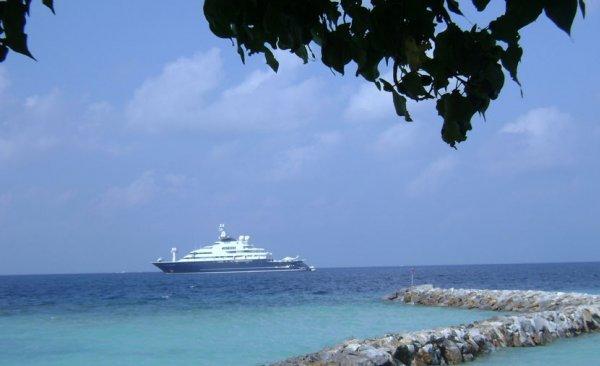 Octopus Megayacht Maldives