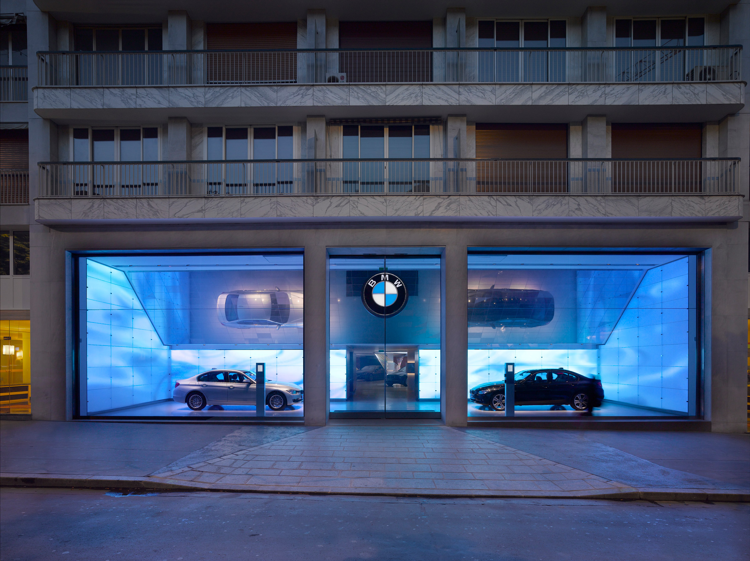 BMW Brand Store George V Paris