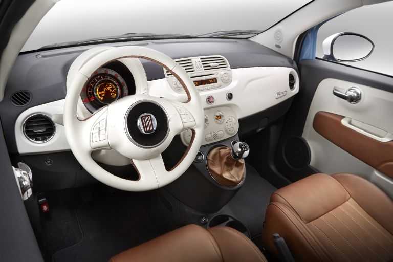 http://cdn.luxuo.com/2013/11/2014-Fiat-500-1957-Edition-interior.jpg