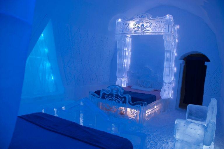 Disney Frozen Themed Suite At Hotel De Glace
