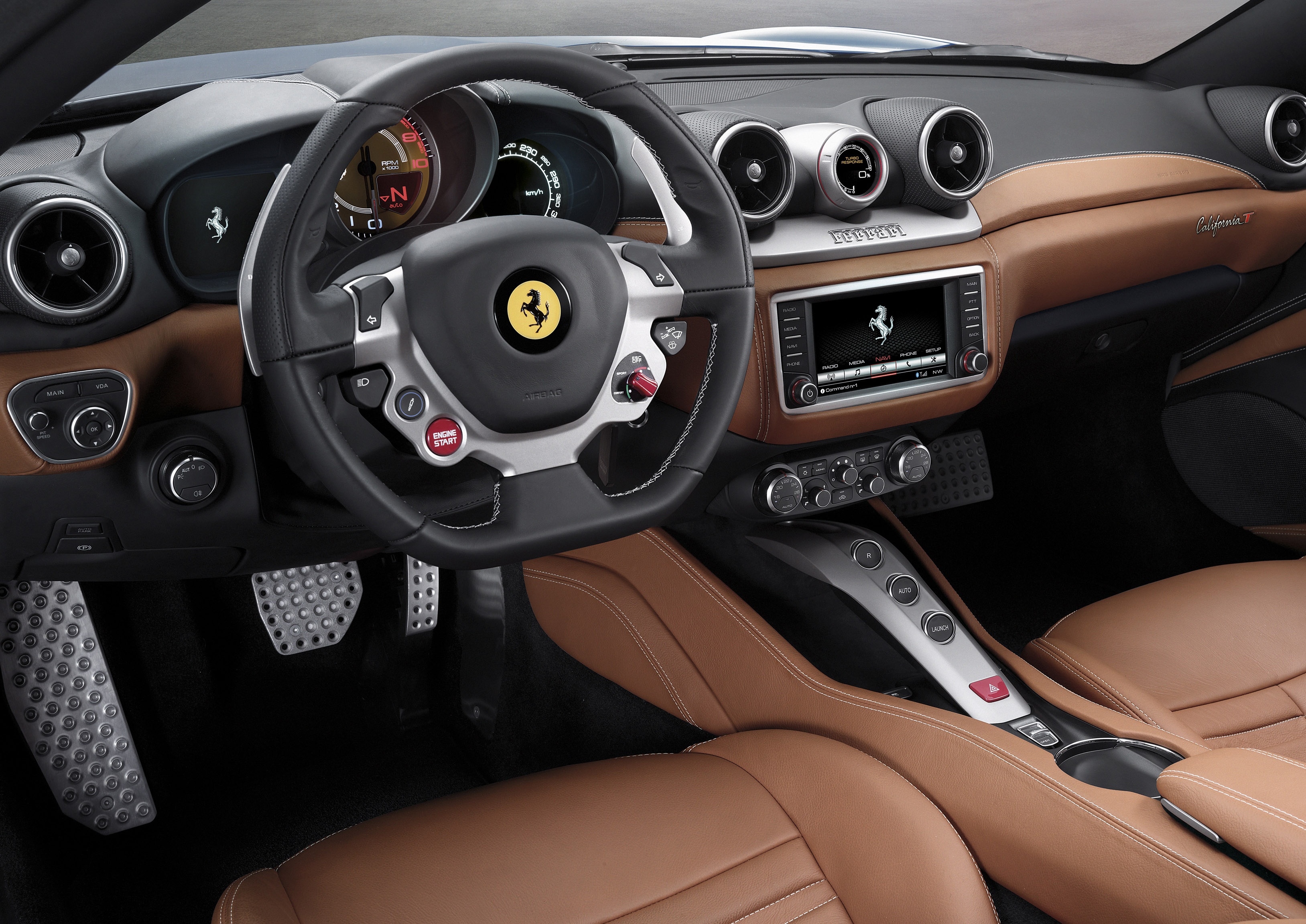 Ferrari California T interior - LUXUO