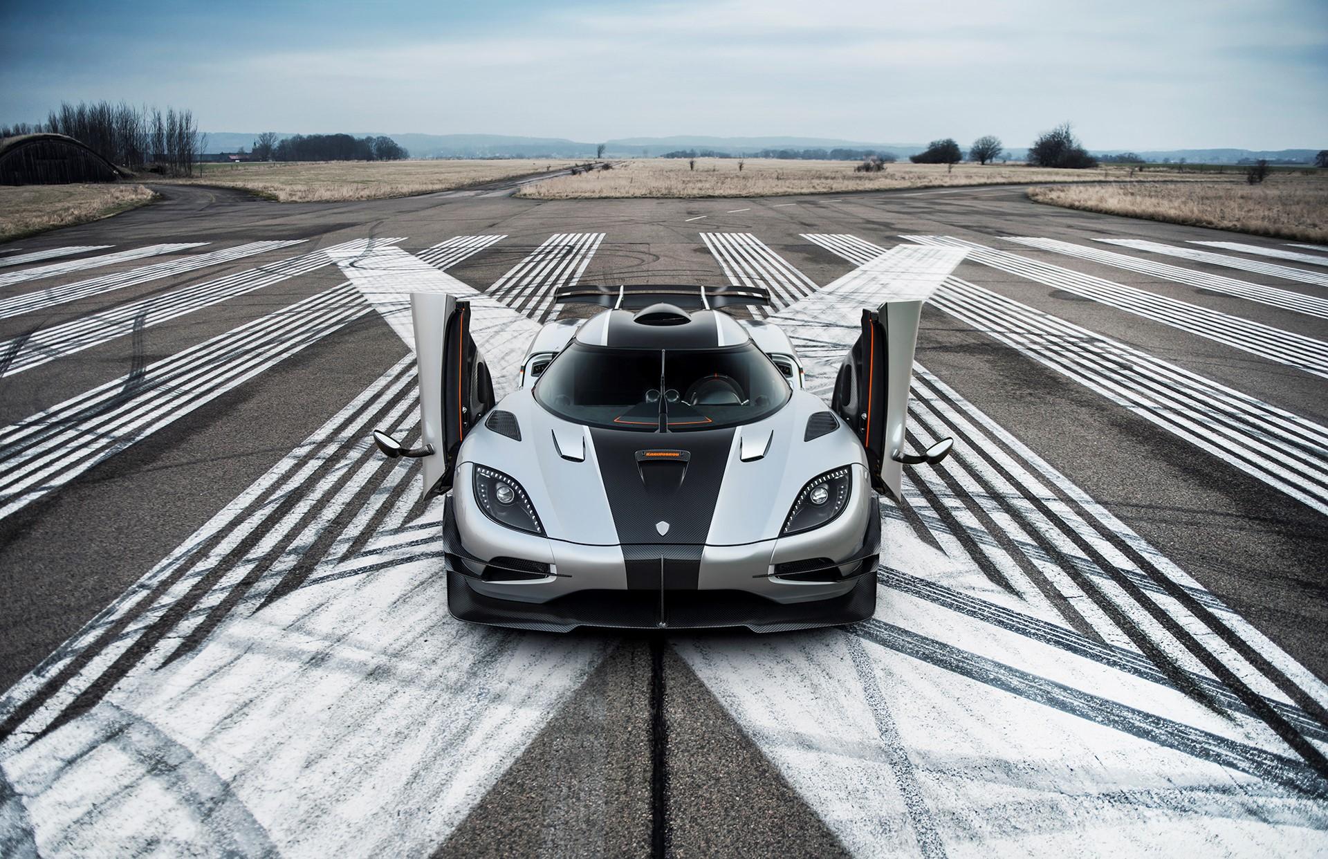 Koenigsegg One:1 photo