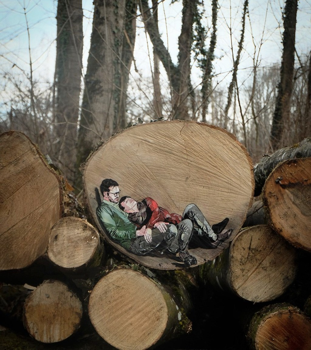Jana Js Paint Figures Enclosed In Tree Trunk Circles Designboom 02