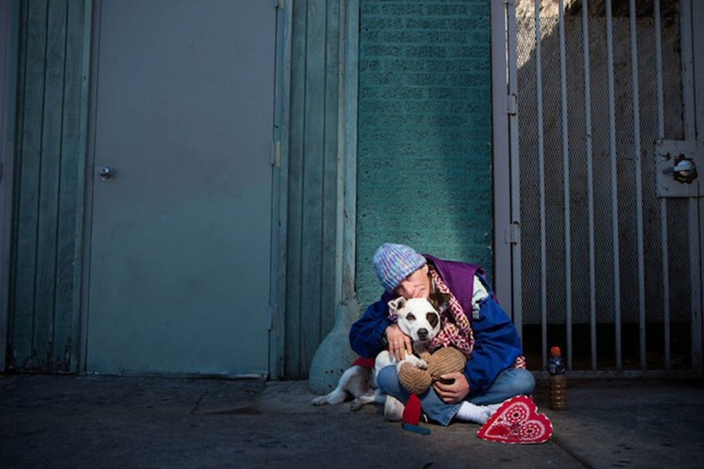 Photography Series Of Homeless People With Their Pets