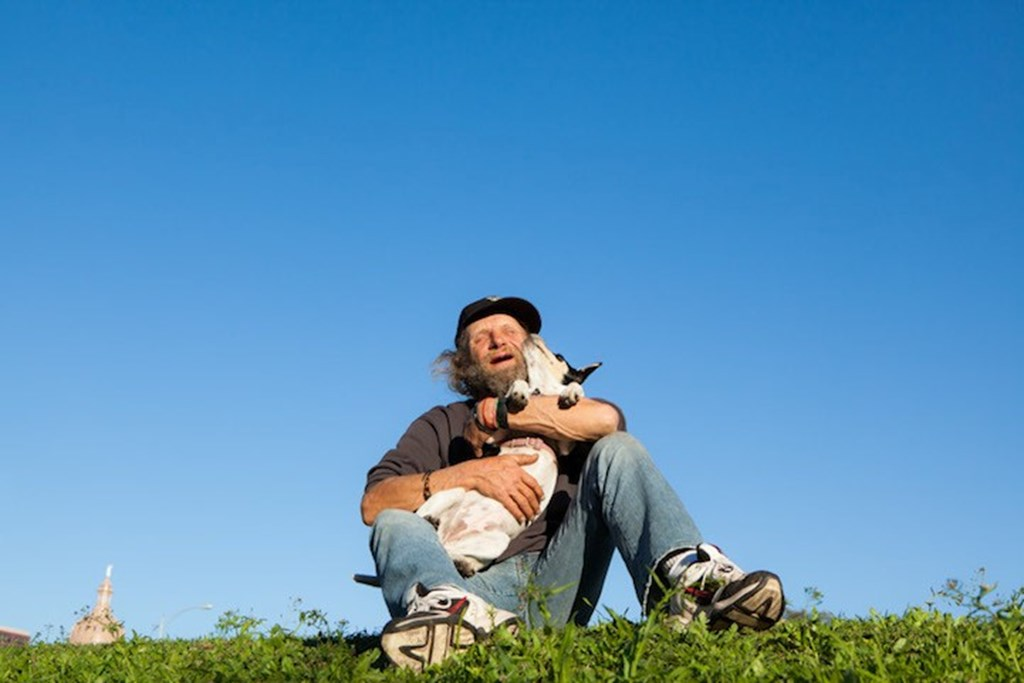 Photography Series Of Homeless People With Their Pets 13
