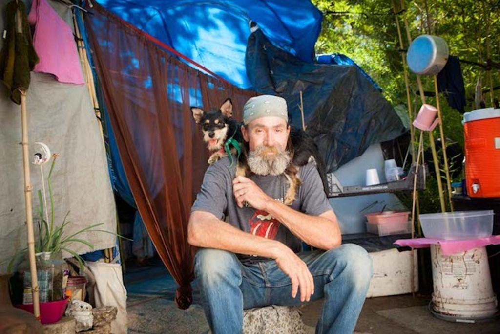 Photography Series Of Homeless People With Their Pets 5