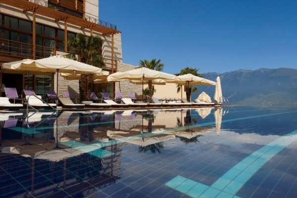 Lefay Resort and Spa infinity pool