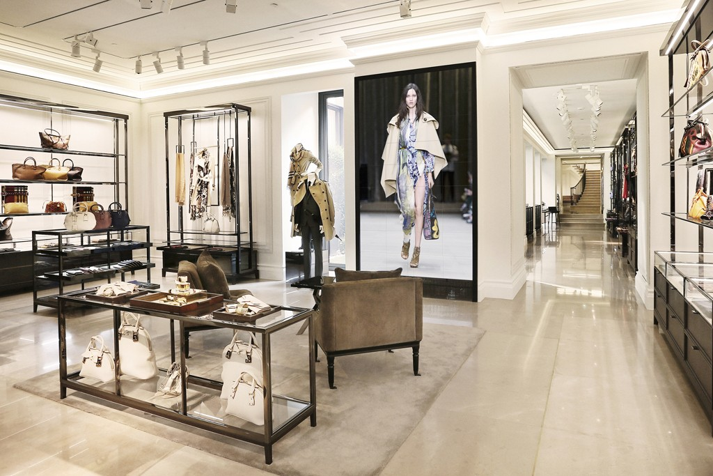 Burberry reopens milan flagship for Store design milano