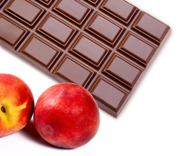 chocolate and peach-fruit filling