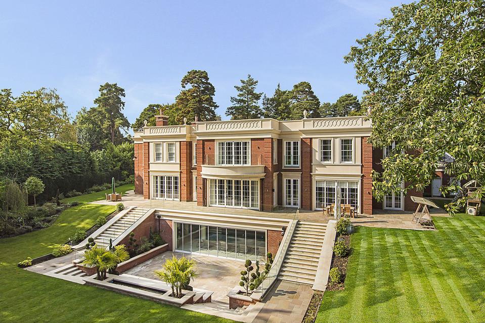 Nice Luxury Mansion Surrey England