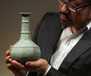 Chinese Guan Vase