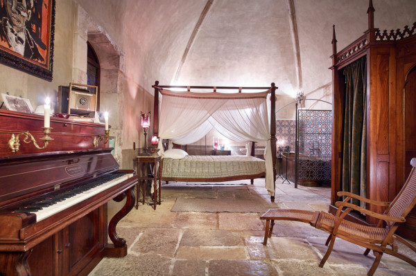 Johnny Depp French home bedroom