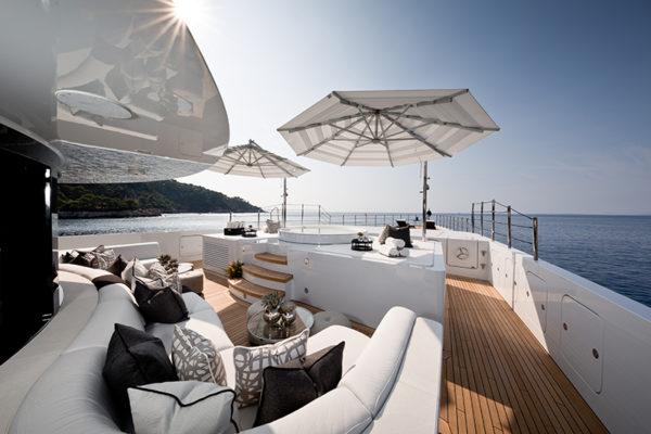 Benetti-MY-11-11-Forward-Deck-Seating-and-Sunbathing