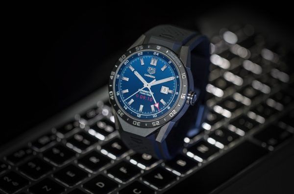 SAR8A80.FT6045 Tag Heuer CONNECTED - MOOD PACKSHOT 2 2016