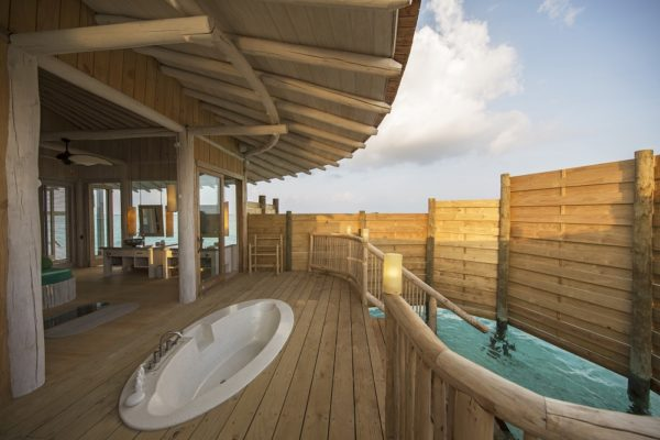 1 Bedroom Overwater Villa_Outdoor Shower_by Richard Waite