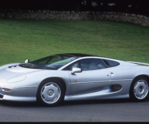 Modern Classic Supercar Jaguar XJ220 Back in Action