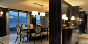 Review: Waterfront Bungalow, Repulse Bay