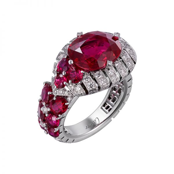 A 6.25-carat oval-shaped Mozambique ruby on the Cartier Étourdissant Garance ring.