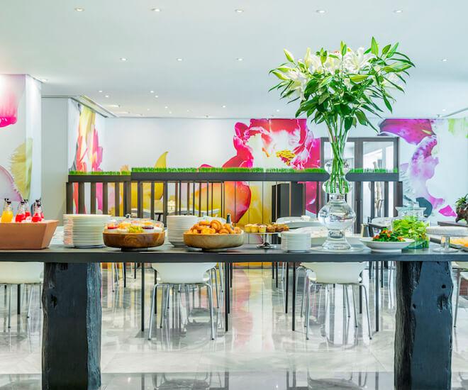 The breakfast buffet line at Glow Restaurant, Como Metropolitan Bangkok