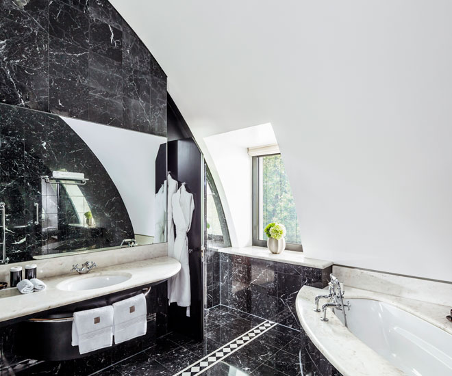 The Belgravia Suite Bathroom (Open Plan)