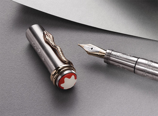 With its elegant all-metal appearance, the inspiration behind the Montblanc Solitaire Serpent Limited Edition 1906 is a historical Montblanc metal and gold writing instrument from the 1922-1932 period. The original writing instrument featured a barrel and cap made from chased silver. The chasing technique is used on this latest limited edition, intricately decorated with a magnificent serpent engraved on the platinum-coated metal surface.