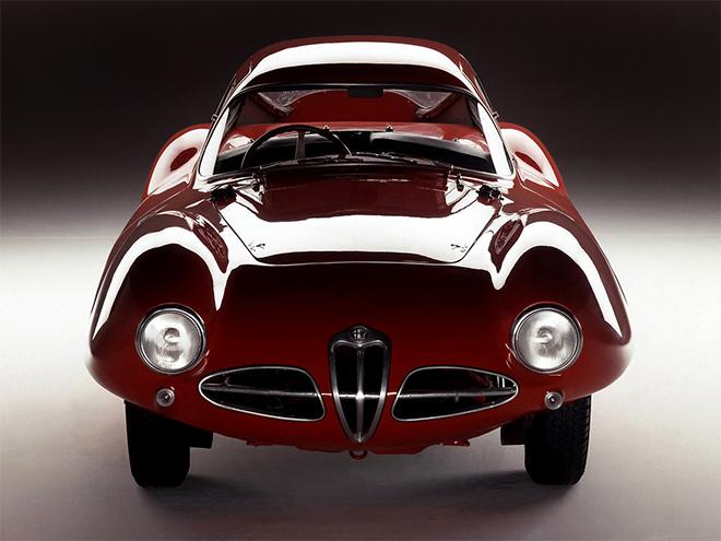 Using Alfa Romeo 1900 C elements, the the Alfa Romeo C52 'Disco Volante' received a new aluminium crankcase, a new tubular chassis, and a very light, striking and efficient aluminium body.