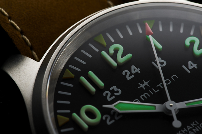 Macro of the thick Hamilton Khaki 50 1mm numerals made of Super-LumiNova. Image: Green Plastic Soldiers