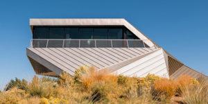 Shapeshifter House: A Sculptural Gem Rises from a Desert Land