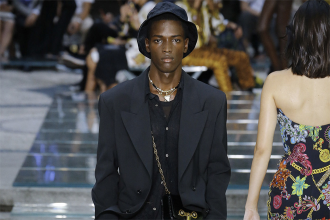 Versace Archives - LUXUO a8b53d0d402f1