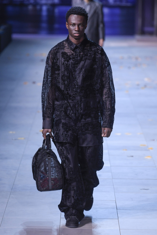 c958473a613 ... of the most controversial names in fashion, wrought out as a tribute to  pop icon Michael Jackson. For Virgil Abloh's Louis Vuitton collection this  time ...