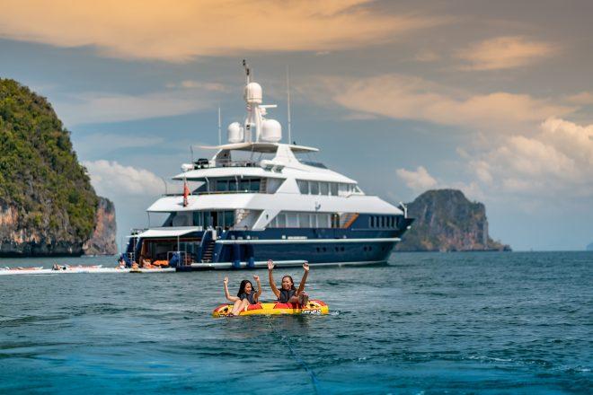 Gli ospiti di Lady Azul possono divertirsi con i gommoni trainati dal nuovo tender Williams di 5,5 metri