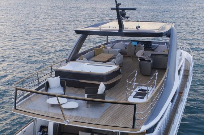 The Y85 features a Jacuzzi spa bath on the flybridge